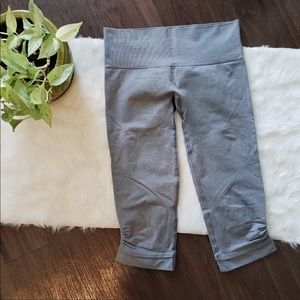 🎀LULULEMON CROPPED LEGGINGS 26""